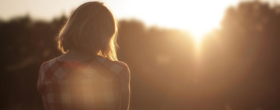 girl-looking-a-sun1
